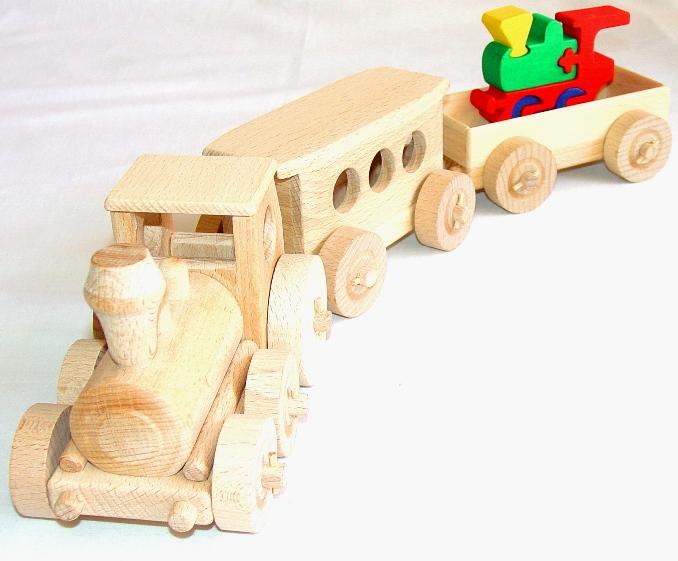 vyr_1121Dreveny-vlak-vlacek-s-masinkou