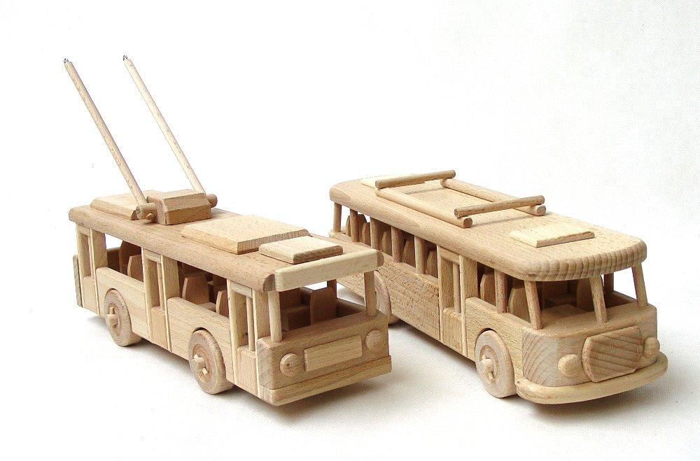 vyr_1745Dreveny-troljebus-a-autobus-sada