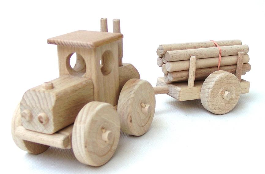 vyr_55dreveny-traktor-velky