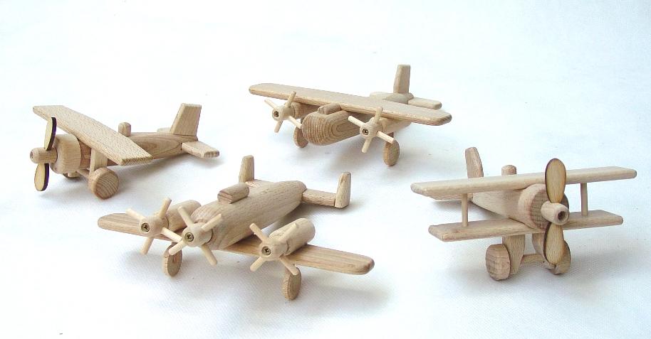 _vyrp12_12drevena-letadla-sada