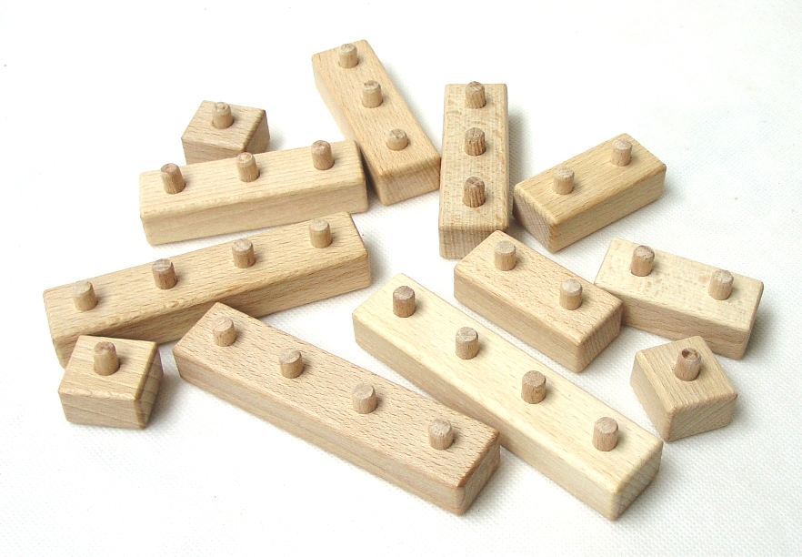 _vyrp13_1062Drevene-kostky-lego-na-staveni