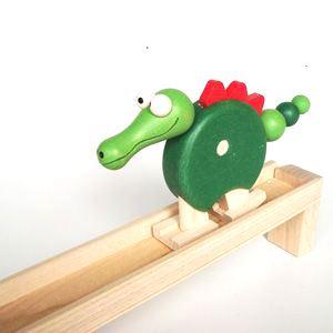 _vyrp13_923dreveny-chodici-krokodyl