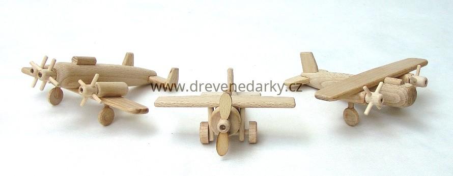 _vyrp14_1750drevena-letadelka