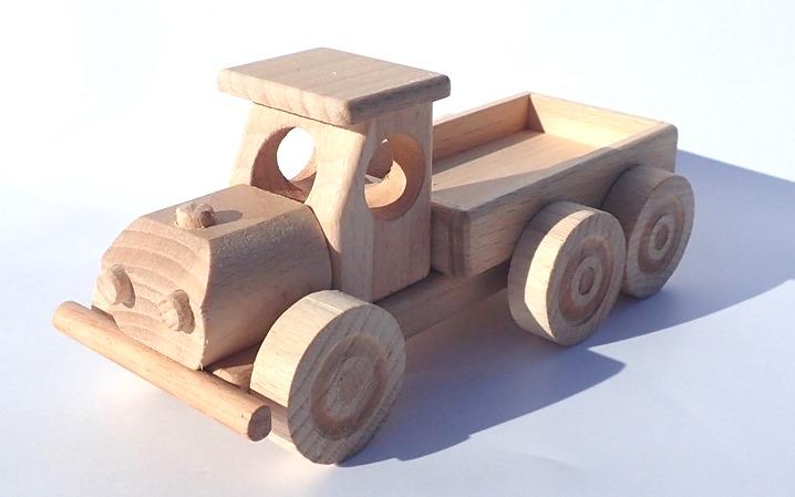 drevene-auto-s-korbou