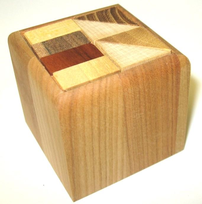 _vyr_1979Dreveny-hlavolam-widly-halfcubes