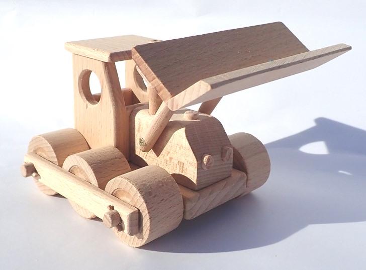 wooden-buldozer