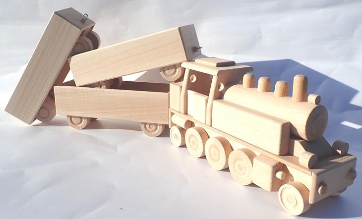 lokomotiva-se-tremi-vagony