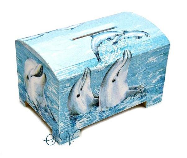 drevena-pokladnicka-delfini