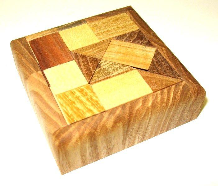 dreveny-hlavolam-kachlicky